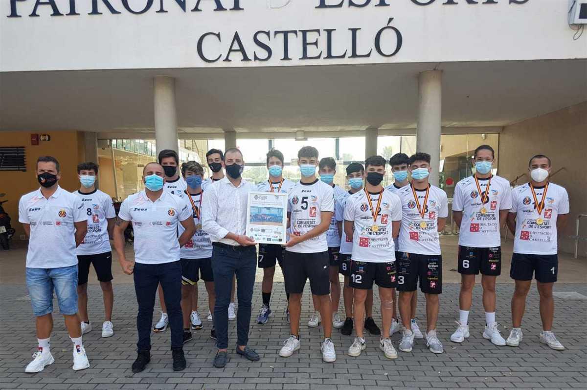 Braina con el club masculino voleibol Mediterráneo
